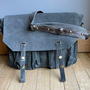 Free people canvas new road messenger in gray color new never worn